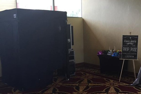 enclosed photo booth rentals in Delaware